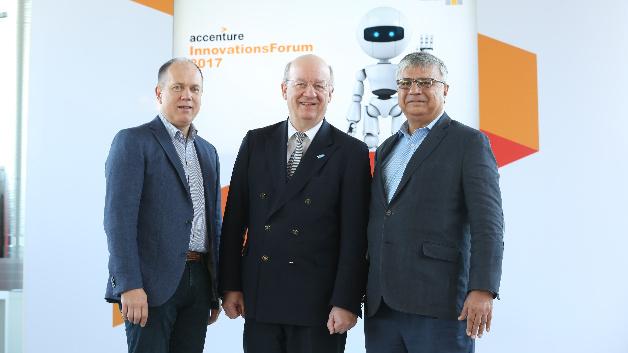Frank Riemensperger (Vorsitzender Geschäftsführung Accenture Deutschland), Prof. Dr. Wolfgang Wahlster (CEO DFKI), Narendra Mulani (Chief Analytics Officer Accenture) haben eine Zusammenarbeit bei KI beschlossen.