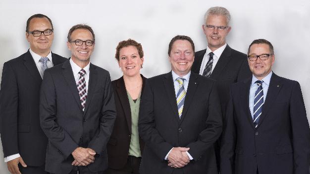 Die WAGO-Geschäftsleitung (von links): Christian Sallach (Chief Marketing Officer), Jürgen Schäfer (Chief Sales Officer), Kathrin Pogrzeba (Chief Human Resources Officer), Sven Hohorst (Chief Executive Officer), Ulrich Bohling (Chief Operating Officer) und Axel Börner (Chief Financial Officer).