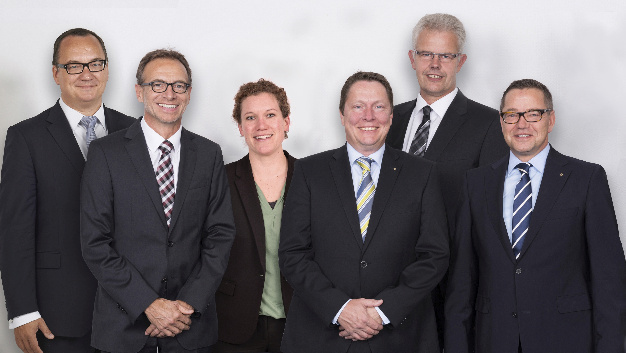 Die WAGO-Geschäftsleitung (von links): Christian Sallach (Chief Marketing Officer), Jürgen Schäfer (Chief Sales Officer), Kathrin Pogrzeba (Chief Human Resources Officer), Sven Hohorst (Chief Executive Officer), Ulrich Bohling (Chief Operating Officer) und Axel Börner (Chief Financial Officer).