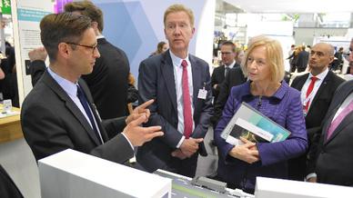 Prof. Boris Otto von Fraunhofer im Gespräch mit Johanna Wanka