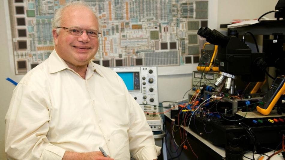 Bob Dobkin, Mitbegründer und CTO von Linear Technology, an seinem Arbeitsplatz.