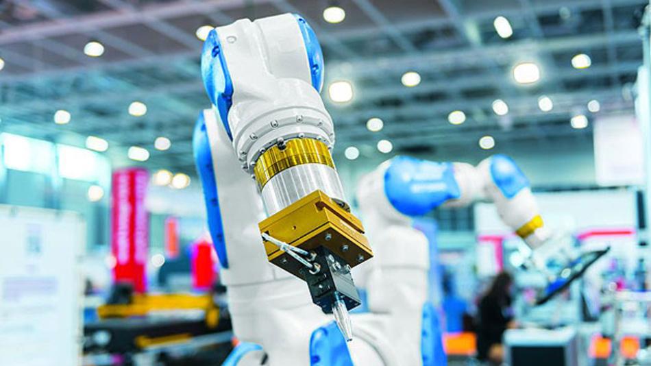Die Enge Zusammenarbeit von Mensch und Roboter birgt große Potenziale für die Industrie 4.0 - dabei hat die Sicherheit des Mitarbeiters oberste Priorität.
