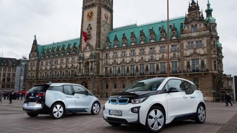 Strategische Partnerschaft zwischen BMW und der Stadt Hamburg zur Urbanen Mobilität: Bis 2019 soll die DriveNow-Flotte auf bis zu 550 elektrifizierte Fahrzeuge erweitert werden.