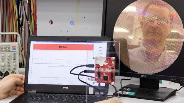 """Evaluationboard mit Radar-SoC von Texas Instruments erkennt einen Sikiziumwafer als """"Metall"""""""