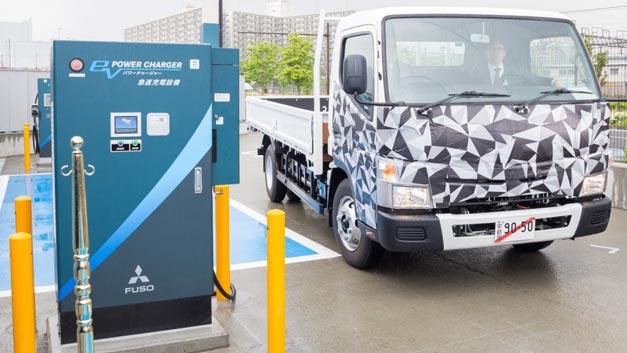 Daimler-Tochter Fuso eröffnet erste Schnellladestation für elektrische Lkw in Japan.