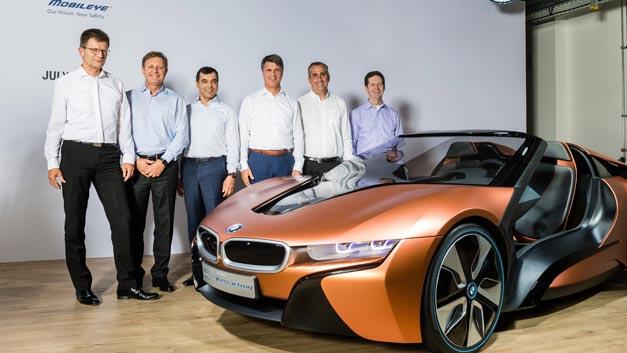 Im Sommer 2016 haben Klaus Fröhlich (BMW), Ziv Aviram und Amnon Shashua (beide Mobileye), Harald Krüger (BMW) und Brian Krzanich (Intel) ihre Partnerschaft beim autonomen Fahren bekanntgegeben (vlnr). Nun hat sich Delphi der Kooperation angeschlossen.
