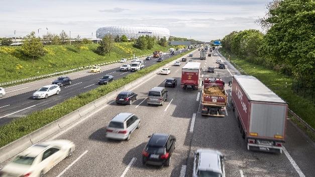 Das Auto der Zukunft fügt sich damit perfekt in die Verkehrskonzepte der digital vernetzen Stadt ein.