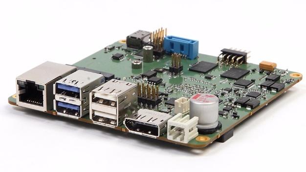 """Das """"eN-GXSOC""""-Board wurde für den 24/7 Einsatz in rauen industriellen Umgebungen entwickelt und nutzt ein rein passives Kühlsystem."""