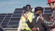 Mit 3-D-Brillen Freilandsysteme hautnah erleben: T.Werk präsentiert an seinem Messestand einen virtuellen Solarpark.