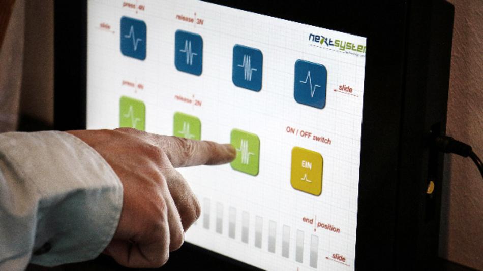 Die »HapticTouch«-Technik von next system gibt Anwendern beim Berühren von Touch-Bedienelementen eine taktile Rückmeldung.