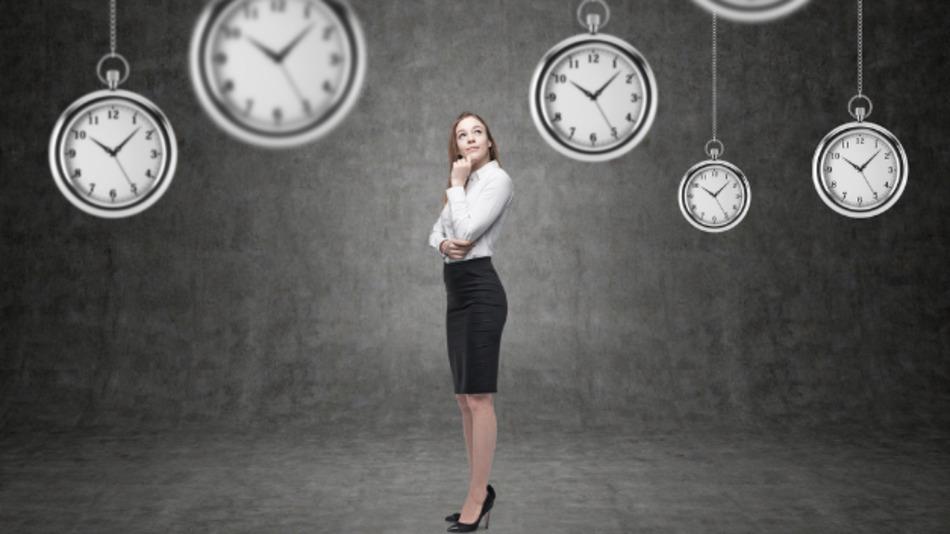 Viele Unternehmen überbrücken personelle Engpässe mit Zeitarbeit, internen Weiterbildungen und befristeten Arbeitsverträgen.