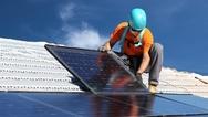 Die Überspannungsschutzgeräte von Weidmüller sind so ausgelegt, dass sie auch PV-Anlagen an hohen Orten zuverlässig schützen.