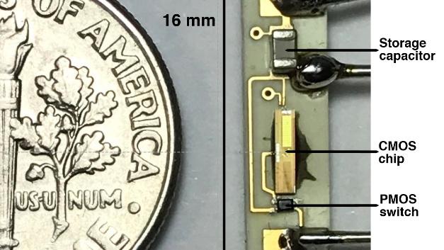Die Komponenten des batterielosen Herzschrittmachers, den die Rice University und das Texas Heart Institute entwickelt haben. Er lässt sich ins Herz einsetzen, kommt ohne Kabel aus und Batterien müssen nicht mehr über einen chirurgischen Eingriff gewechselt werden.