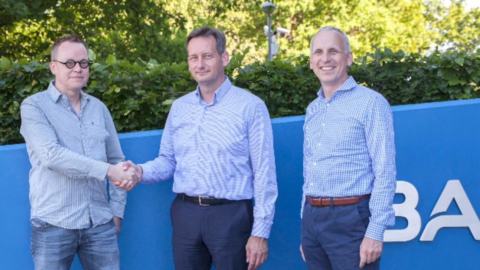 Die Übernahme von mycable duch Basler ist abgeschlossen: Michael Carstens-Behrens (links), Arndt Bake und Basler-Vorstandsvorsitzender Dr. Dietmar Ley.