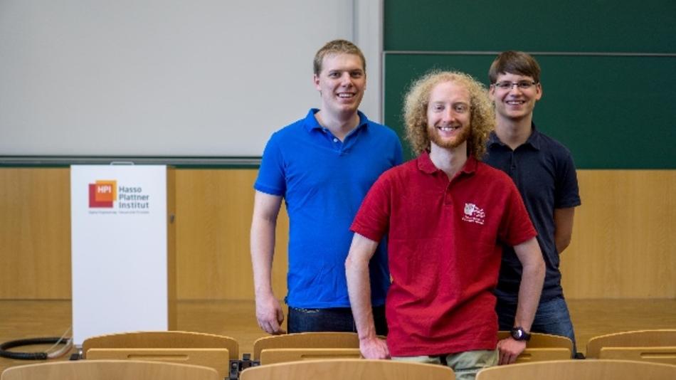 Die Informatiker Arne Boockmeyer (23), Philipp Fischbeck (23) und Stefan Neubert (24) haben ein Einsteiger-Buch in die Informatik geschrieben (v.l.n.r.)
