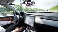 Autonomes Fahrzeug auf der Autobahn