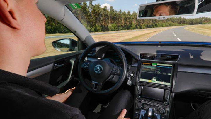 Continental treibt automatisiertes Fahren weiter voran und entwickelt intelligente Technologien, die immer mehr Fahrfunktionen übernehmen – sofern es der Fahrer möchte.