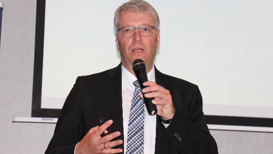 Dr. Stefan Sommer, Vorstandsvorsitzender vomn ZF, verkündete auf dem ZF Global Press Event in Bratislava die strategische Zusammenarbeit mit Hella.