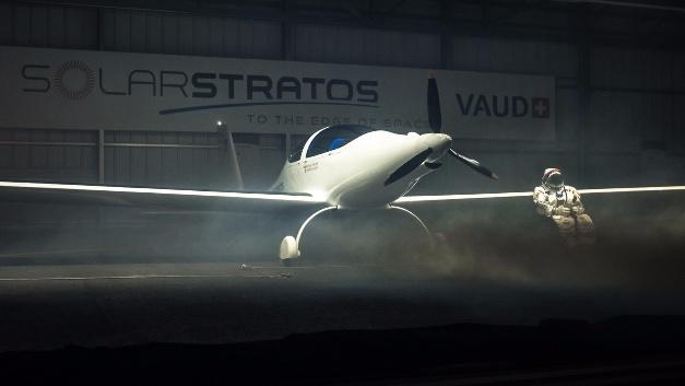 Das erste bemannte Solarflugzeug, das bis in die Stratosphäre vordringen soll, braucht massgeschneiderte Verbindungstechnik.