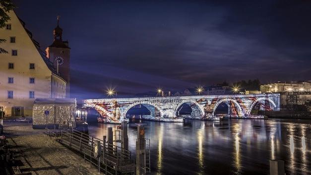 Steinerne Brücke - Lichtinstallation von Osram