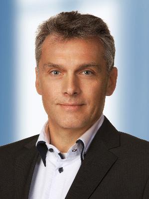 Thomas Sporkmann ist seit April 2015 General Manager bei Tianma Europe. Der studierte Elektrotechniker (Universität Duisburg-Essen) kam nach Stationen als Software- und Mikroelektronik-Entwickler bei den hochschulnahen Firmen Argumens und IMST im Jahr 1998 zur Firma NEC. Dort übernahm er das Marketing von Displays, Optokopplern und Leistungsbausteinen. Später wurde er leitender Mitarbeiter bei Renesas und übernahm mit der Gründung der NLT Technologies Ltd. 2011 den Vertrieb und die Vermarktung von industriellen Displays der Firma NEC.