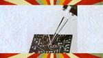 Druckluftzange schneidet Drähte durch Antippen