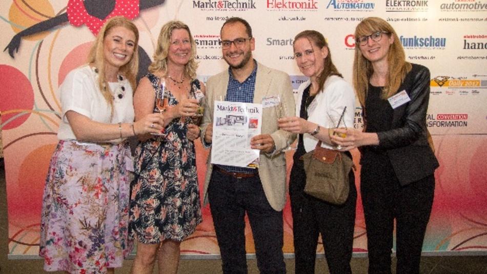 Gruppenbild mit Markt&Technik: Patricia Feth (Rohde & Schwarz), Nicole Wörner (Markt&Technik) mit Christian Mokry, Katrin Wehle und Kathrin Stelzer (alle Rohde & Schwarz)