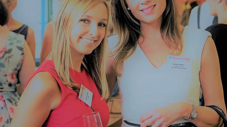 Auch D&E-Mediaberaterin Sandra Huber (rechts) und ihre Kollegin Malina Colombo von der CRN hatten an diesem Abend viel Spaß.