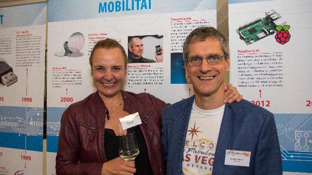 Ein sichtlich amüsanter Abend: Doris Meier von Qualcomm mit Elektronik-Chefredakteur Gerhard Stelzer