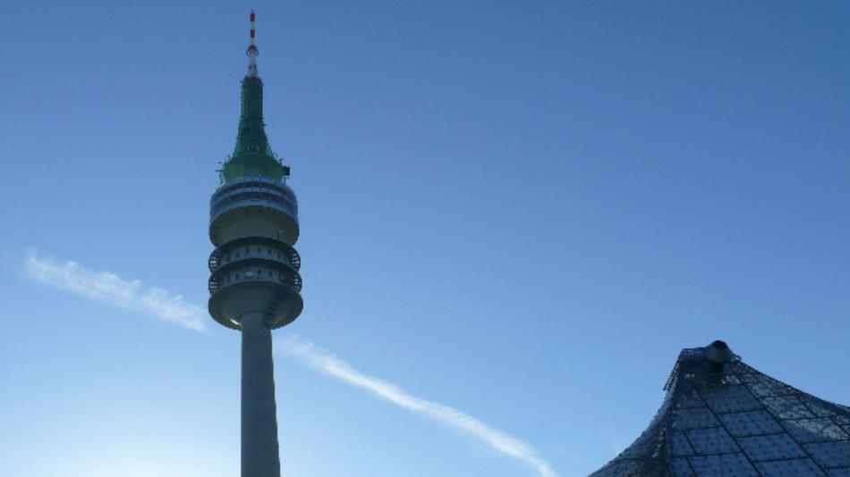 """Die Fachmesse """"Messtechnik München – Hightech auf dem Olympiaturm"""" findet alljährlich auf dem Olympiaturm statt."""