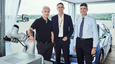 Volkswagen und Kuka verlängern ihre Kooperation im Bereich Elektromobilität und Service-Robotik.