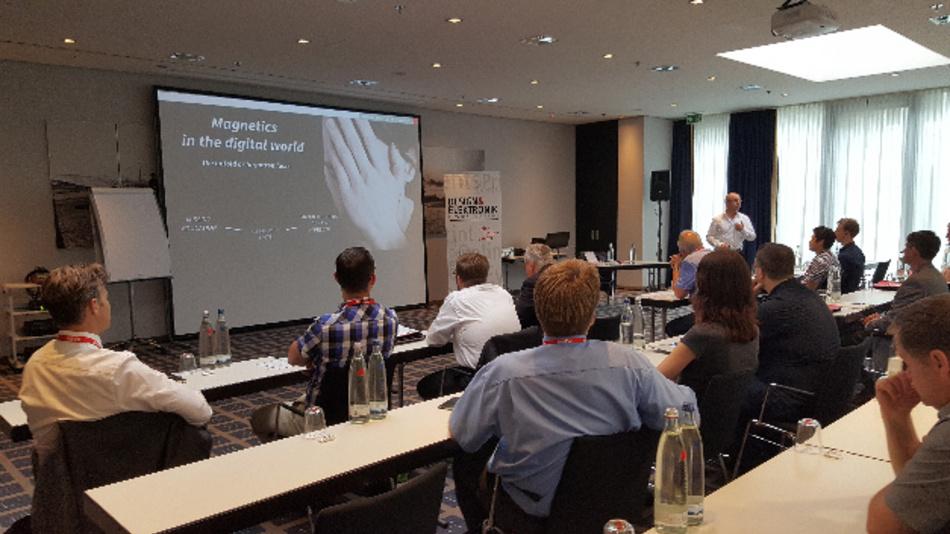 Alexander Gerfer, CTO von Würth Elektronik eiSos, führt die Teilnehmer in seinem Intensiv-Seminar in die Tiefen der Induktivitäten.