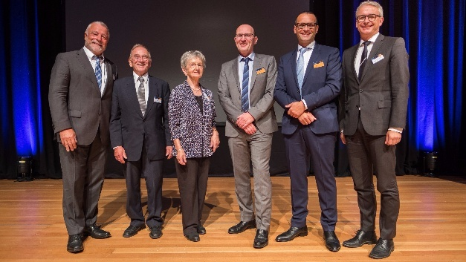 v.l.:Franz Masino (Bürgermeister Waldbronn), Dr. Helmut Selbach (Gesellschafter), Liselotte Lossau (Firmengründerin), Dr. Dietmar Gnaß (Geschäftsführung), Alfred Link (Geschäftsführung) und Dr. Christoph Schnaudigel (Landrat)