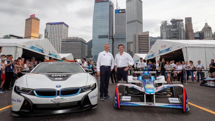 Jens Marquardt, Direktor BMW Motosport, und Alejandro Agag, Gründer und CEO der Formel freuen sich, dass BMW ab der Saison 2018/19 als Hersteller in die Formel E einsteigt.