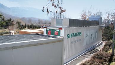 Eine Lithium-Ionen-Batterie für die Speicherung von Energie, die über PV erzeugt wird.