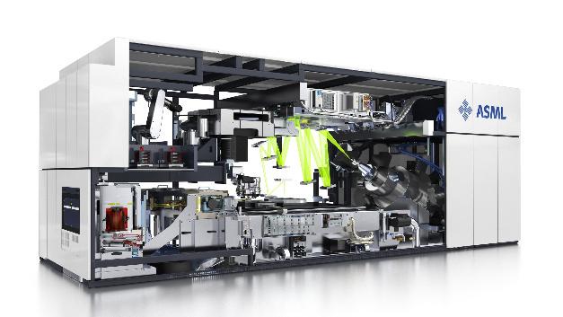 Das Funktionsprinzip einer EUV-Lithografie-Maschinen von ASML. Jetzt soll nun endlich den Durchsatz erreicht werden, der eine wirtschaftlich sinnvolle Massenfertigung von ICs mit Hilfe der neuen Technik ermöglicht.