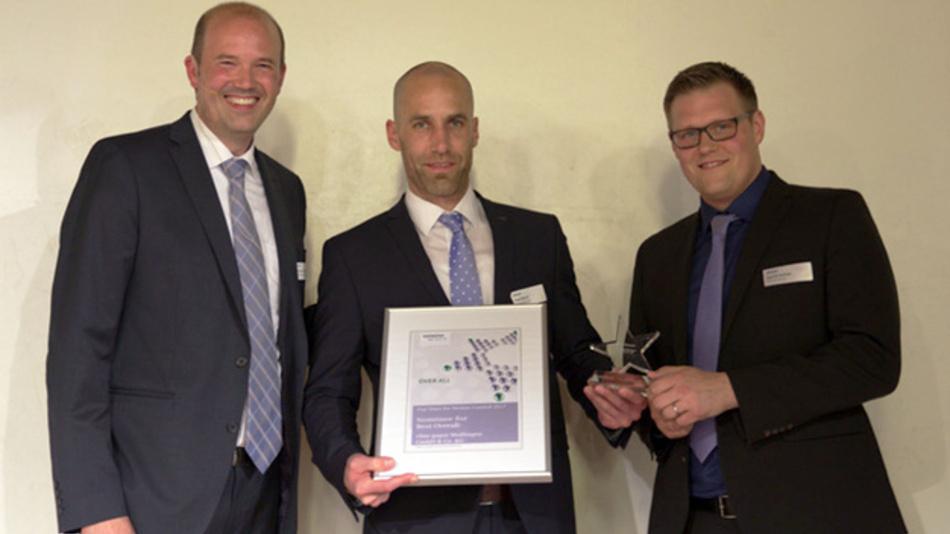 Christian Kromschröder, Siemens DF MC (v.l.n.r.), Axel Resch und David Kehler (beide ebm-papst) nach der Übergabe der Urkunde.