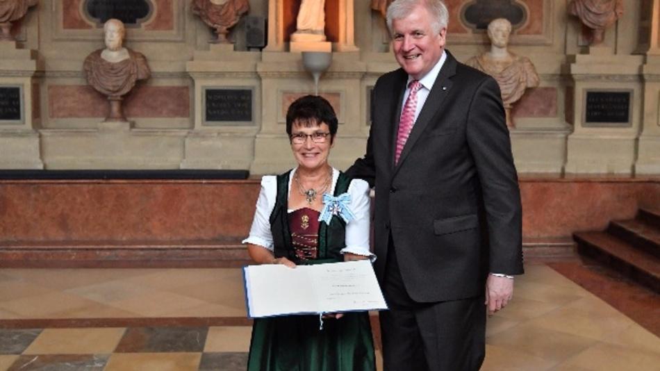 Katharina Wiedemann und Ministerpräsident Horst Seehofer