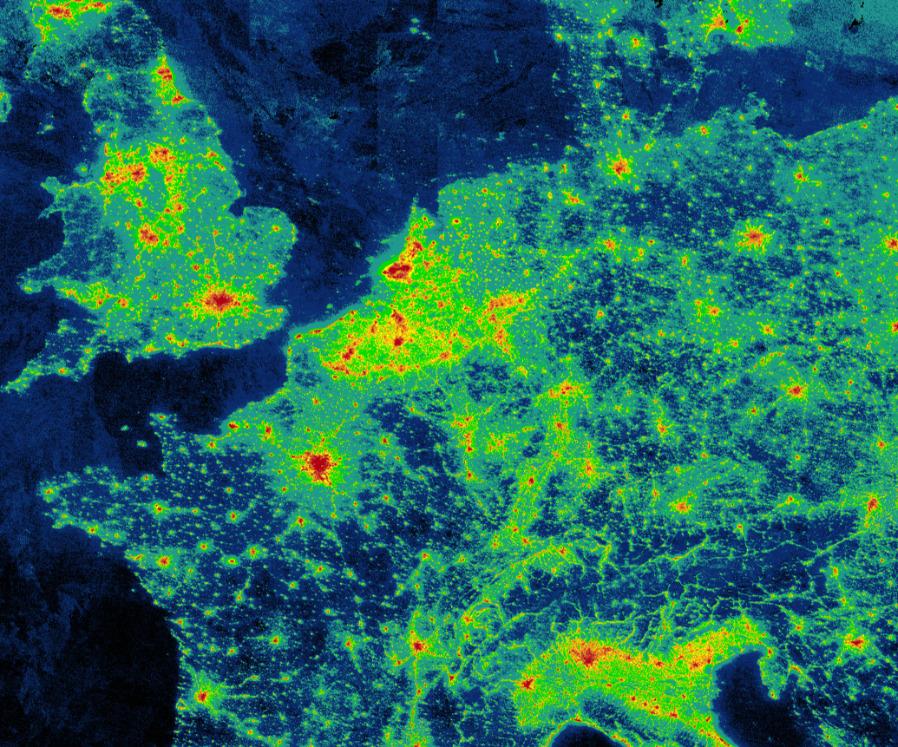 Nachts ist es schon lange nicht mehr dunkel: Auf der Webseite lightpollutionmap.info wird ein Eindruck von der Lichtemission vermittelt.