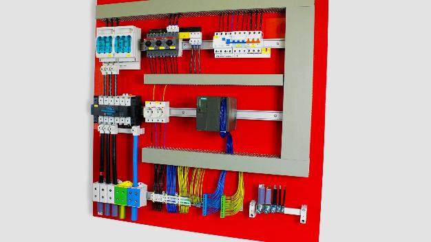 FTGs Anwendungsplatte eines Schaltschrankaufbaus und seiner Komponenten