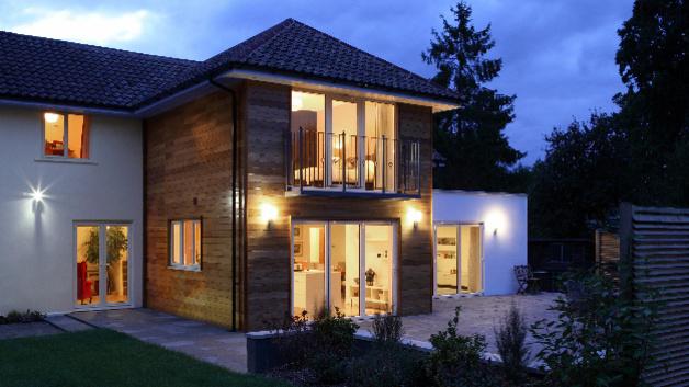 smart home licht zur abschreckung. Black Bedroom Furniture Sets. Home Design Ideas