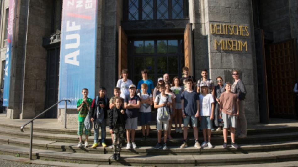Preisverleihung beim bayernweiten Schülerwettbewerb TECHNIKENTDECKER. Die ersten drei Schülerteams wurden nach München zu zwei Entdeckertagen eingeladen.