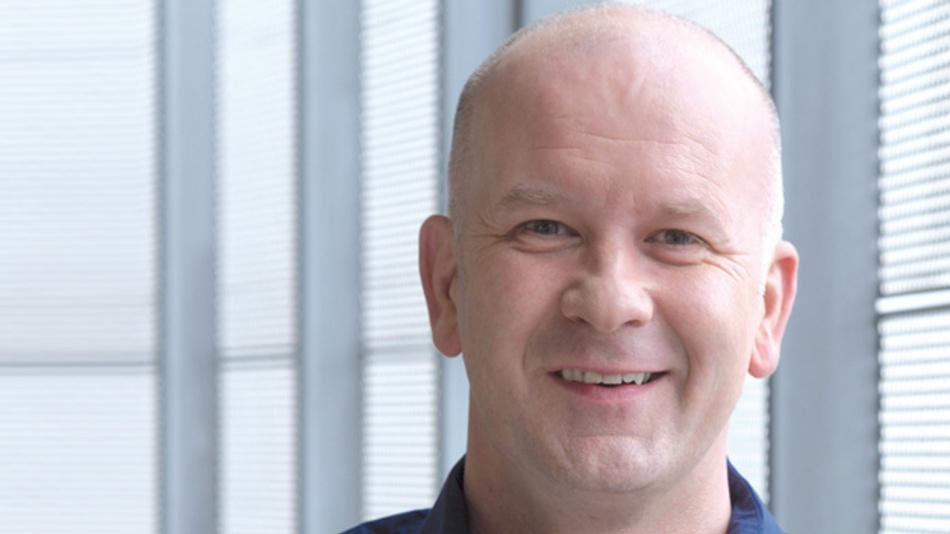 John Leonard, Nordic  »2007 hat Rutronik die Logistik und Design-In Tätigkeit für unsere 868-MHz- und 2,4-GHz-Transceiver-Chips in weiten Teilen Europas übernommen. Das Wireless-Team hat von Anfang an hervorragende Ergebnisse erzielt, so dass wir die Franchise 2011 auf ganz Europa ausgedehnt haben; mit der Expansion  Rutroniks nach Asien kam 2015 auch China hinzu.«