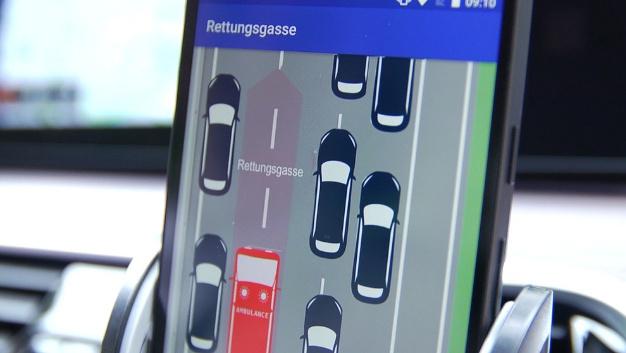 Hinweis per App zur Bildung einer Rettungsgasse.