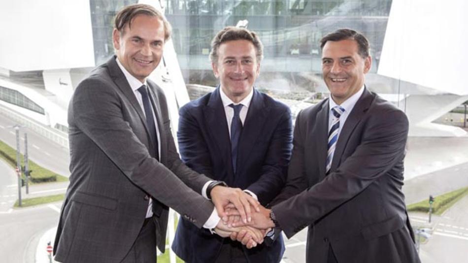 Oliver Blume, Vorstandsvorsitzender Porsche , Alejandro Agag, Gründer und CEO der Formel E und Michael Steiner, Mitglied des Vorstandes, Forschung und Entwicklung Porsche freuen sich, dass Porsche als Werksteam bei der Formel E einsteigt.