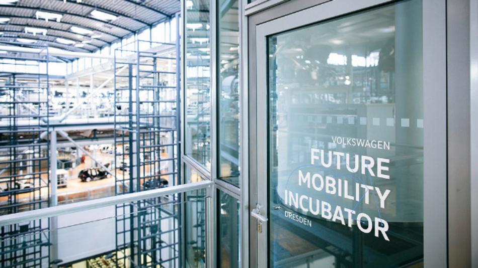 Zugang zum Future Mobility Incubator mitten in der e-Golf Montage.