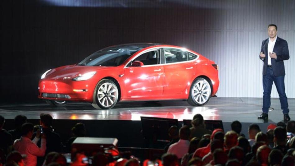Elon Musk bei der offiziellen Vorstellung des Model 3 in Fremont, Kalifornien.