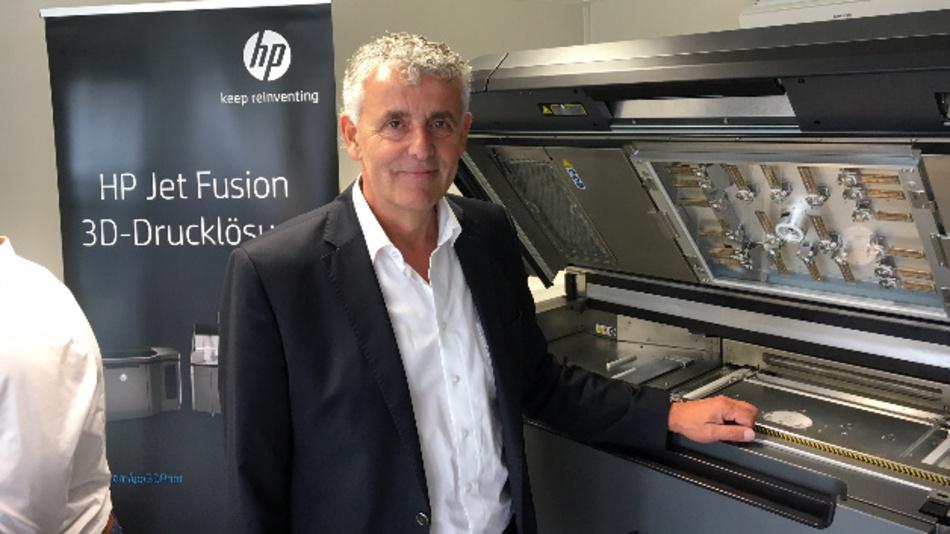 Werner Meiser, Solidpro: »Die Interessenten können sich in unserem Demo-Center auf dem Werksgelände in Langenau genau ansehen, was sich mit den neuen 3D-Druck-Maschinen von HP alles machen lässt. Wir können echte Objekte nach Kundenvorgabe produzieren.«