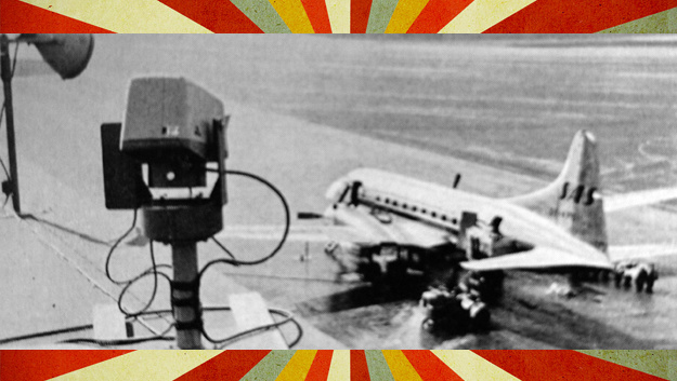 Eine Siemens-Fernsehkamera überwacht den Vorfahrplatz der Flugzeuge vom Dach des Stockholmer Flughafens aus.