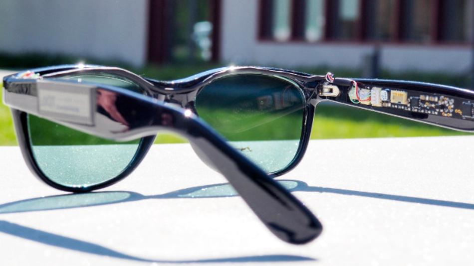 Die Solarbrille versorgt mit halbtransparenten organischen Solarzellen als Brillengläsern zwei Sensoren und Elektronik im Bügel mit Strom.